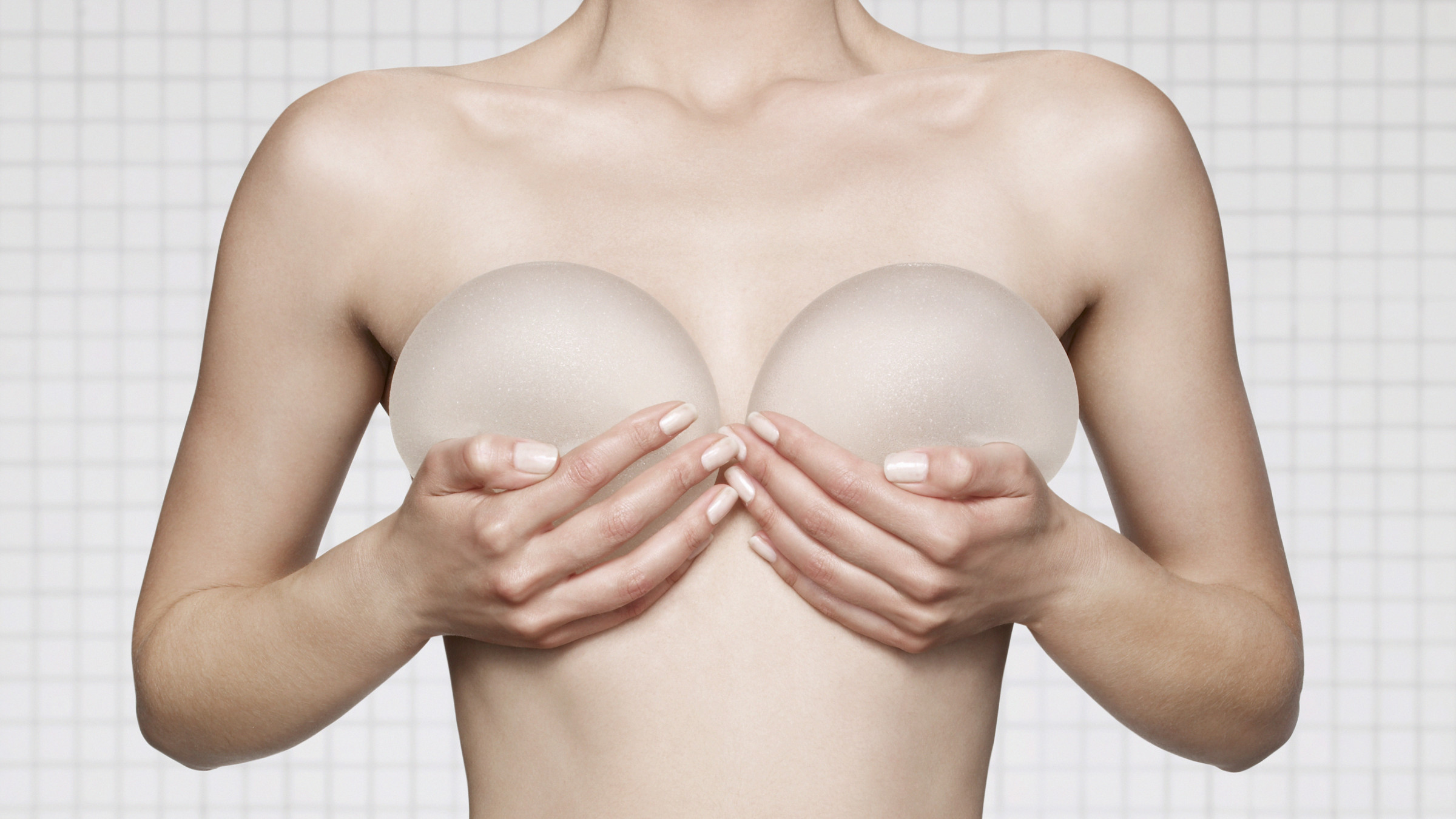 7 FAQs Regarding Breast Implant Surgery Asked By Any Patients