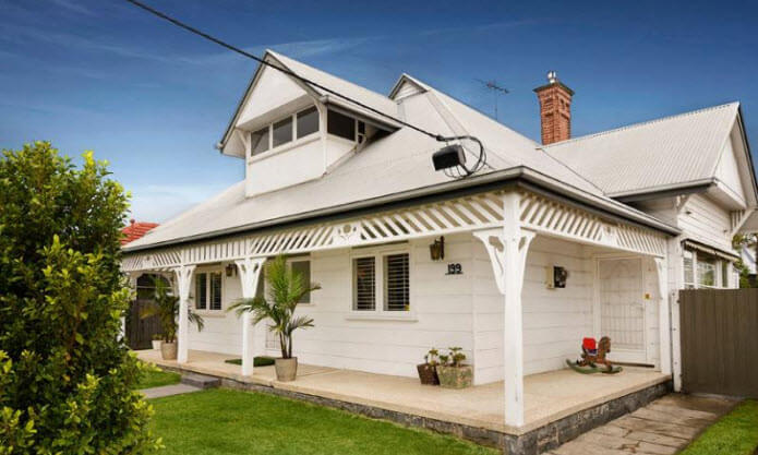 Why Should You Contact Painting Contractors For House Painting Services?